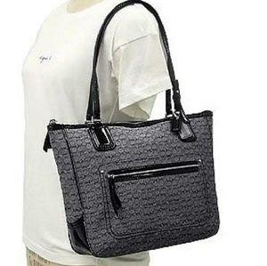 AUTHENTIC COACH POPPY 25051 SIGNATURE BAG.